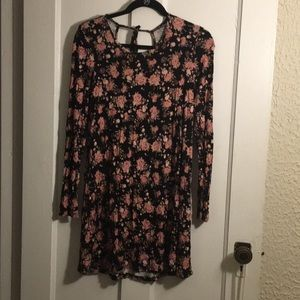 Floral shirt dress with long sleeves. keyhole back